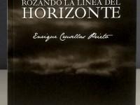 Rozando la línea del horizonte. Poesías
